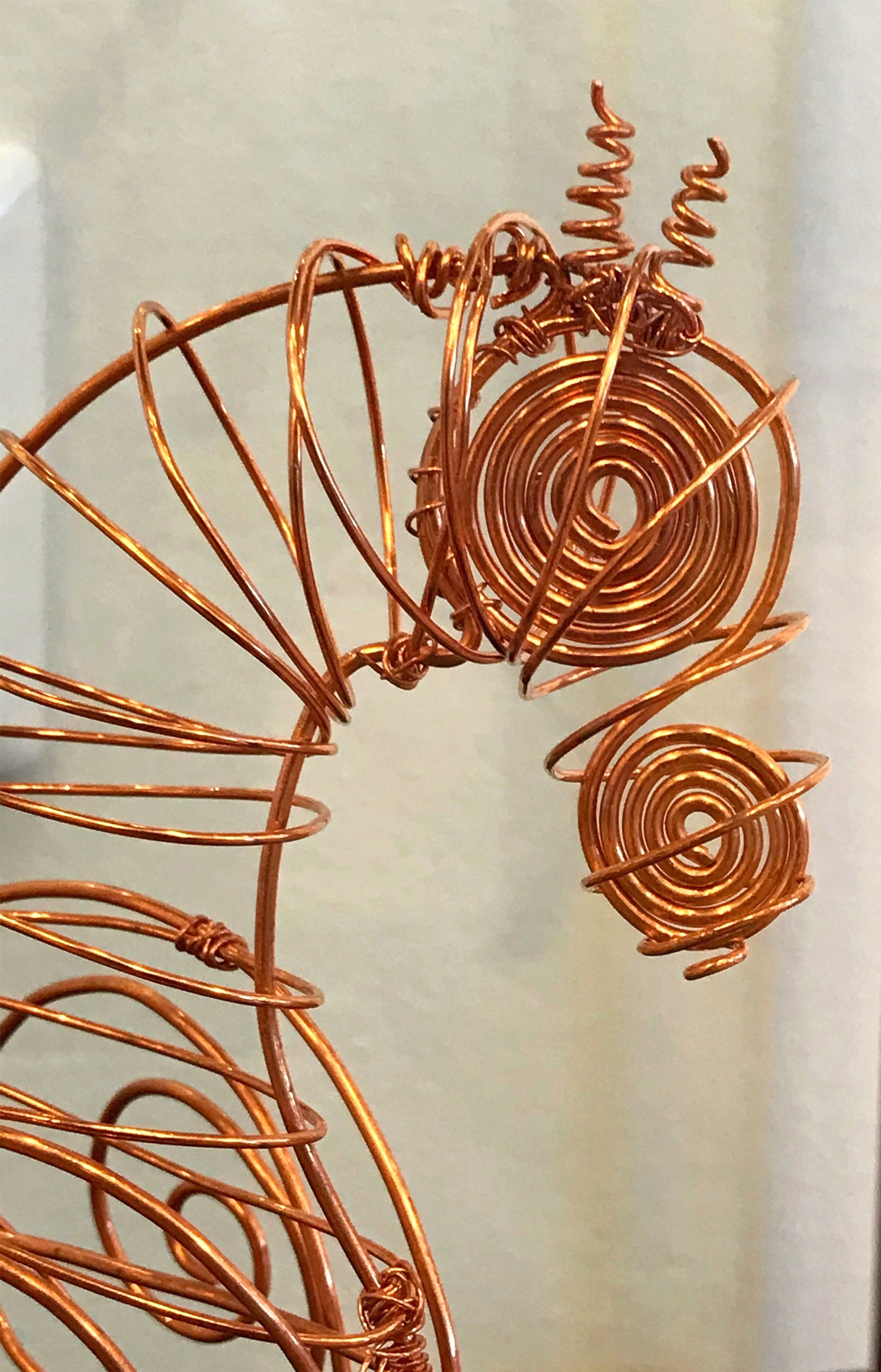 """""""Pompa och ståt"""", skulptur i koppartråd av Mathilda Eriksson"""